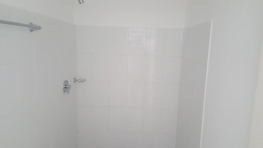 PANAMA VIP10, S.A. Apartamento en Venta en Versalles en Panama Código: 18-3220 No.3