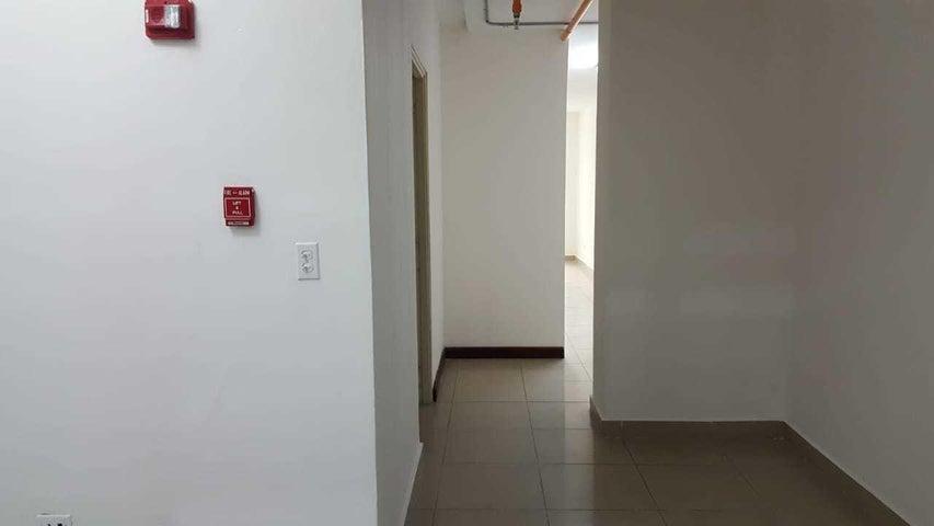 PANAMA VIP10, S.A. Oficina en Venta en Via Espana en Panama Código: 18-68 No.4