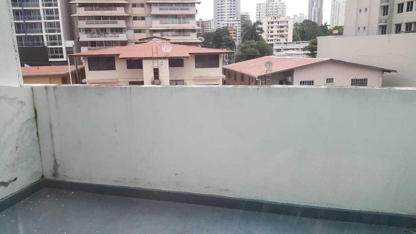 PANAMA VIP10, S.A. Oficina en Venta en Via Espana en Panama Código: 18-68 No.8