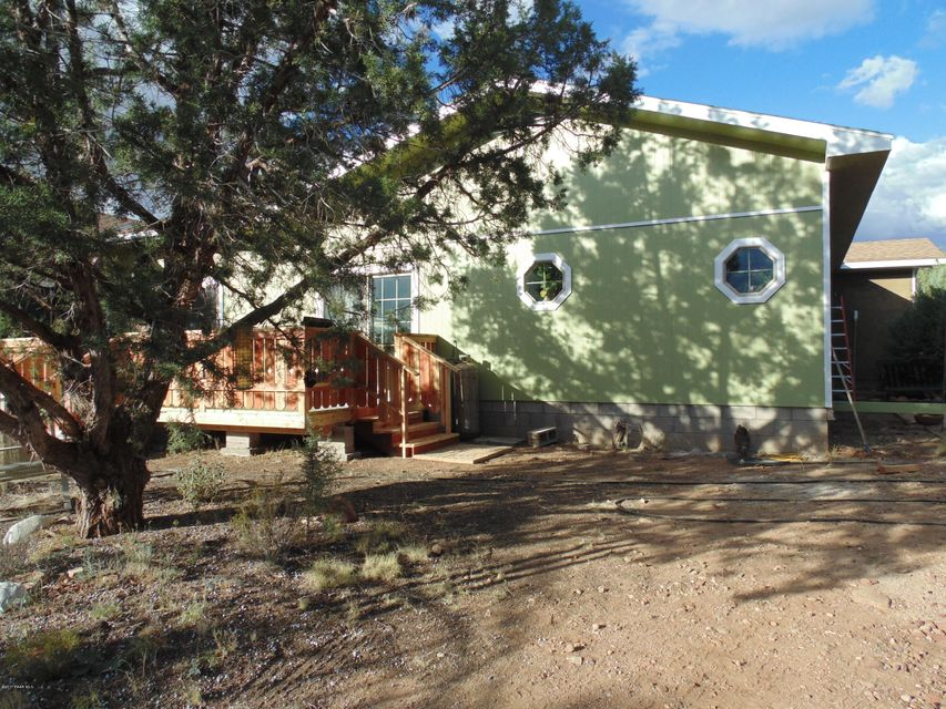 37526 W Howling Coyote, Seligman, AZ 86337