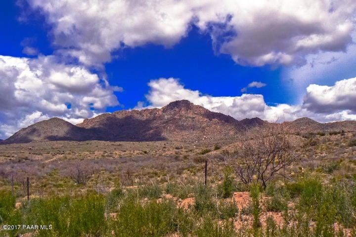 8025 S Rolling Hills Drive Kirkland, AZ 86332 - MLS #: 1007040