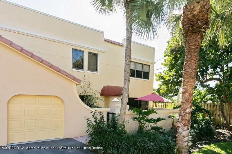 81 Uno Lago Drive 81, North Palm Beach, FL 33408