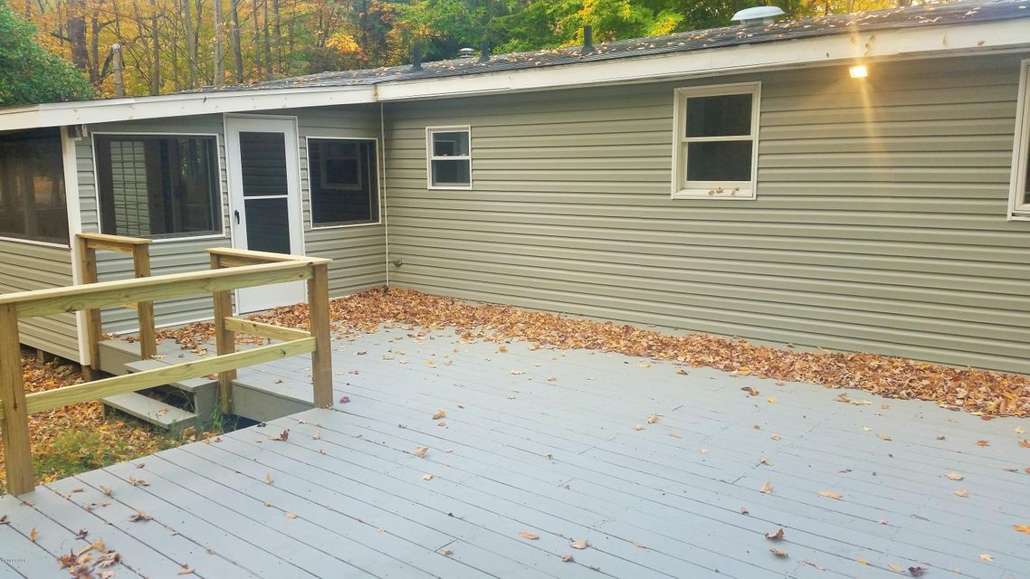 2 Chipmunk Ct Hawley, PA 18428 - MLS #: 16-4902