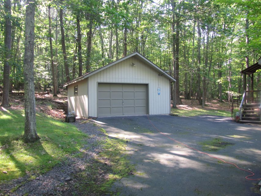 115 Cove Point Cir Lakeville, PA 18438 - MLS #: 17-2995