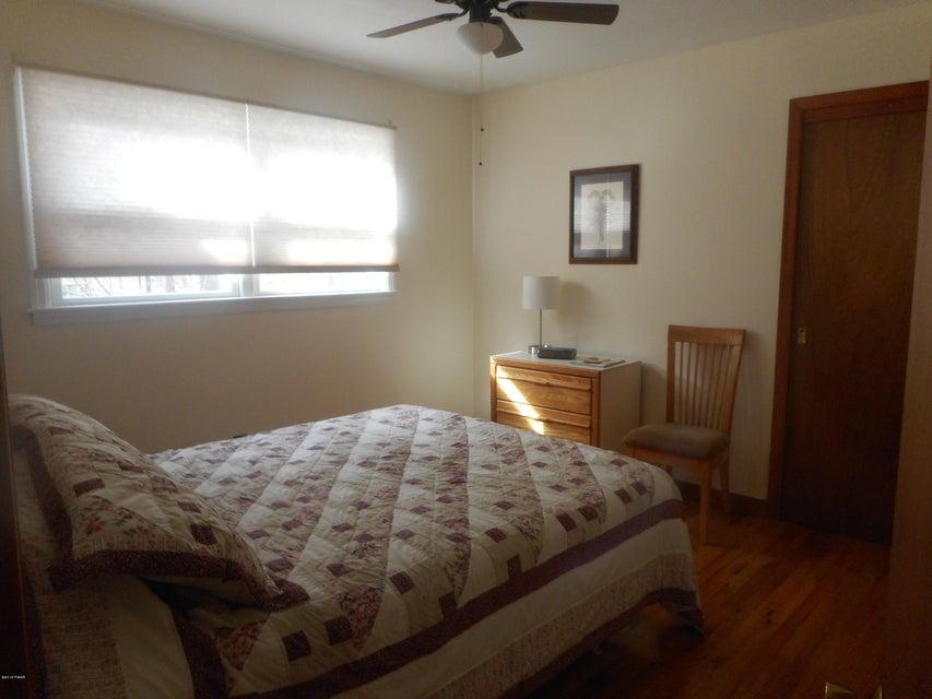 17 Oak Ln Hawley, PA 18428 - MLS #: 18-605