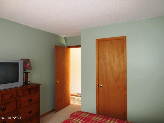 805 Mustang Ct Lords Valley, PA 18428 - MLS #: 18-640
