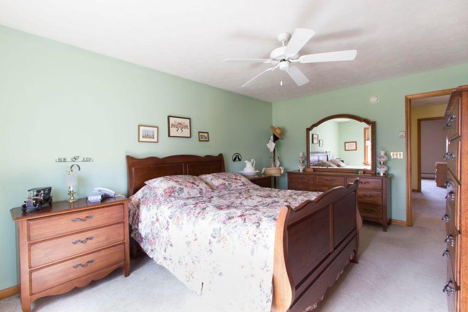 102 Tupelo Ln Greentown, PA 18426 - MLS #: 18-1300
