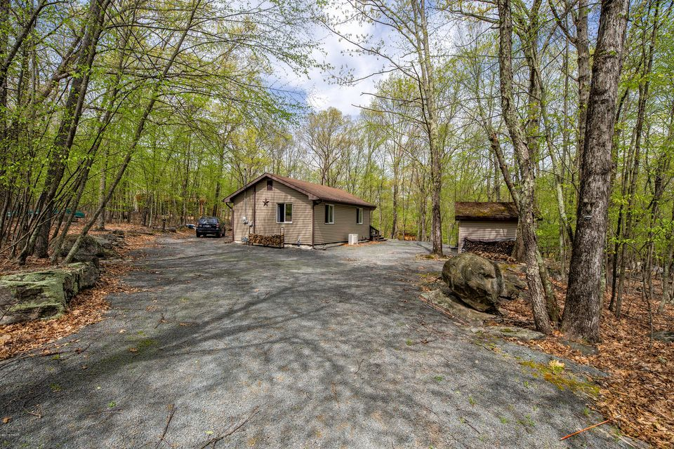 175 Lower Independence Dr Lackawaxen, PA 18435 - MLS #: 18-2004