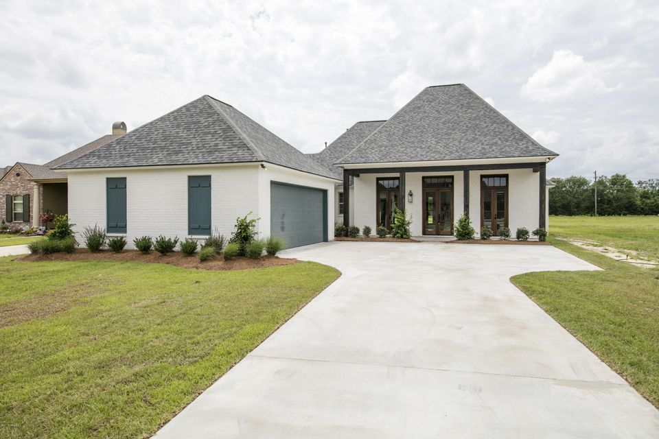 118 Carriage Lakes Drive, Youngsville, LA 70592