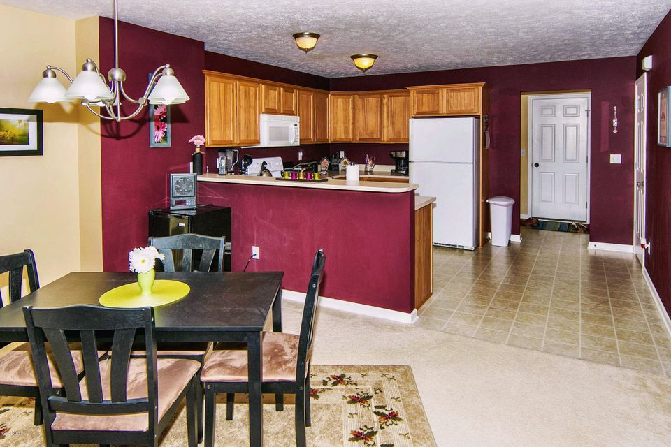 Cobblestone Kitchen Floor 1084 Cobblestone Road Holland Mi 49423 Greenridge Realty Inc