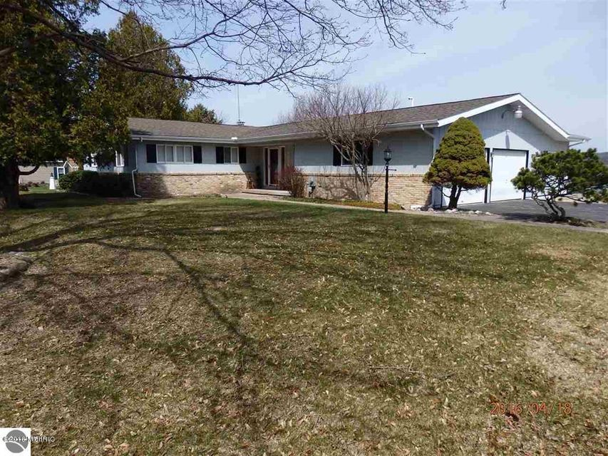 Single Family Home for Sale at 4554 Crescent Beach Onekama, Michigan 49675 United States