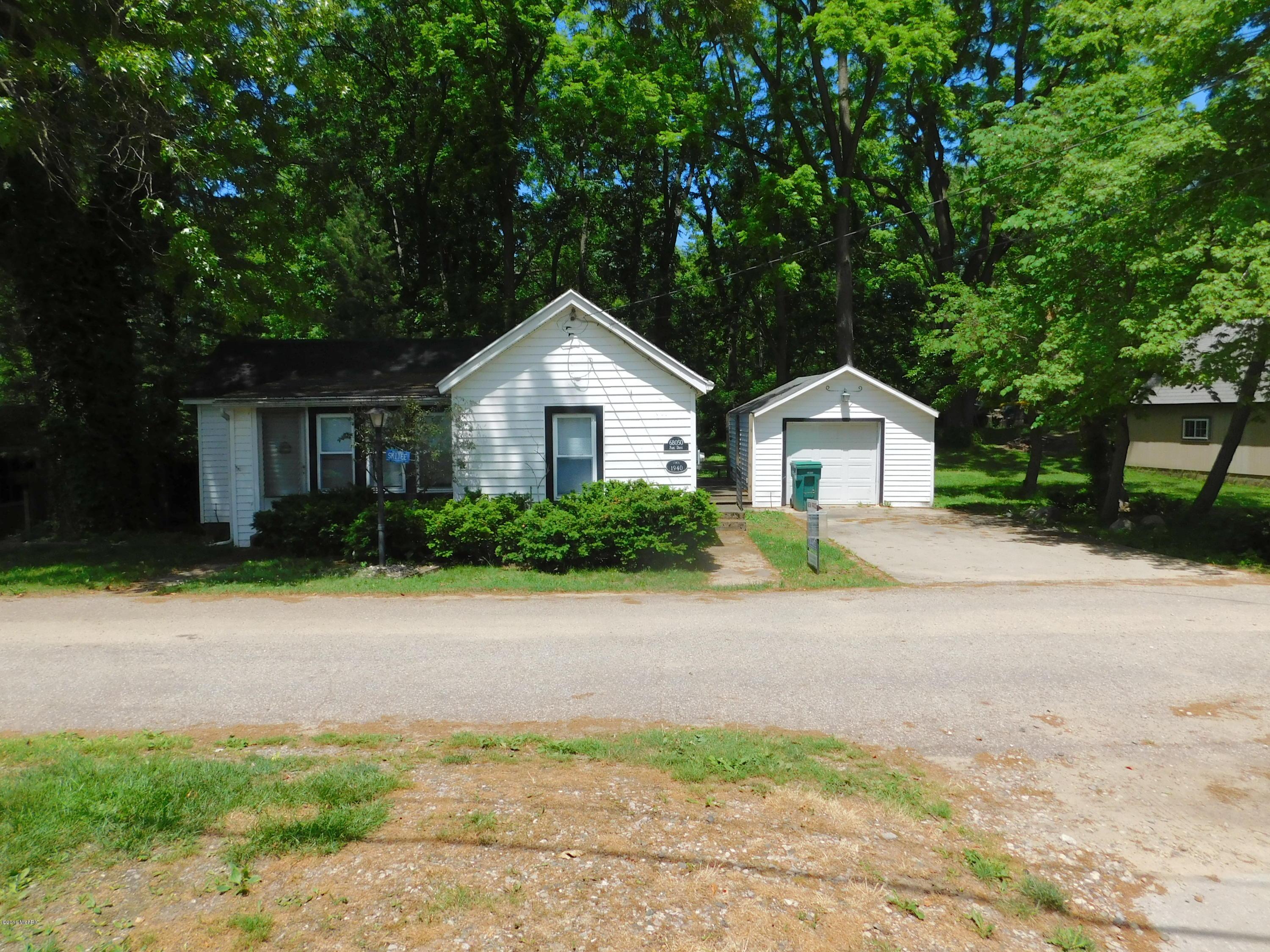 68050 Park Drive, Paw Paw, MI, 49079 Primary Photo
