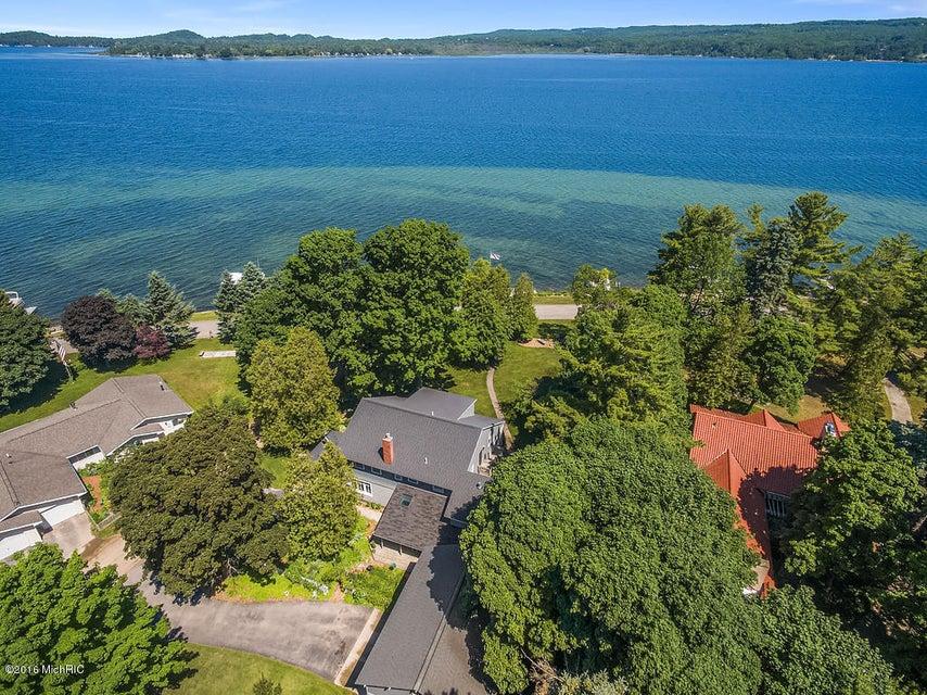 Casa Unifamiliar por un Venta en 3813 Lakeshore 3813 Lakeshore Manistee, Michigan 49660 Estados Unidos