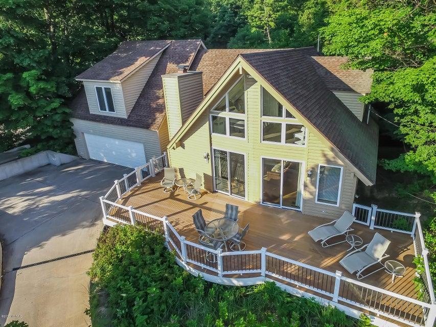 Single Family Home for Sale at 17926 North Shore Estates Spring Lake, Michigan 49456 United States