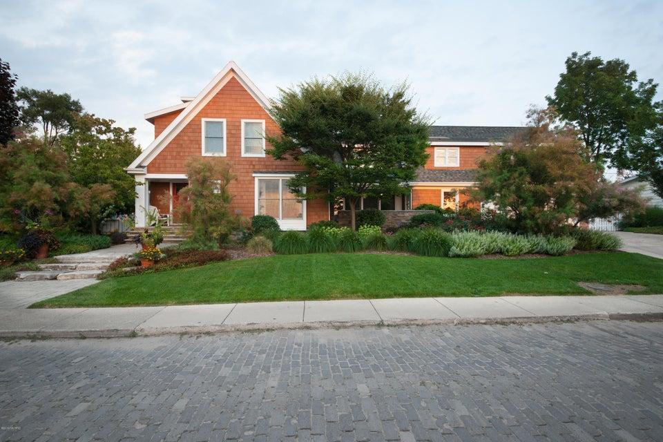 Single Family Home for Sale at 441 Ridgeway St. Joseph, Michigan 49085 United States