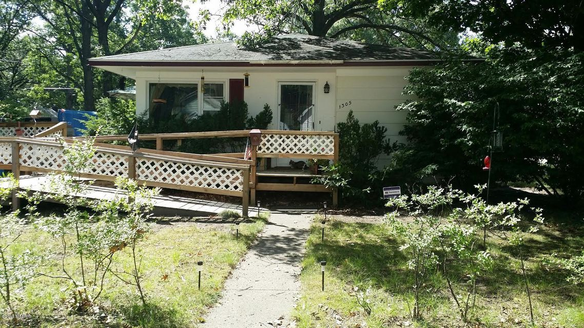 Single Family Home for Sale at 1305 HOWARD Muskegon, Michigan 49442 United States