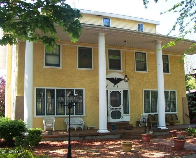Single Family Home for Sale at 1218 State 1218 State St. Joseph, Michigan 49085 United States