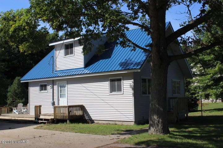 Single Family Home for Sale at 2913 COUNTY LINE Manistee, Michigan 49660 United States