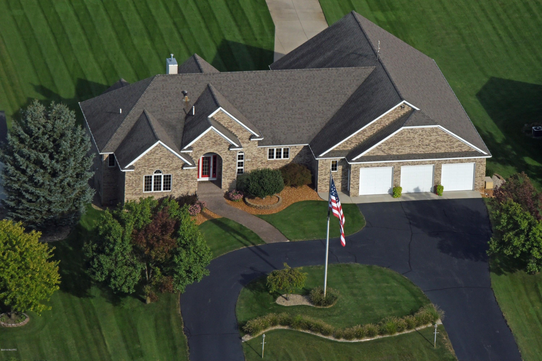 独户住宅 为 销售 在 2650 Air Park 泽兰省, 密歇根州 49464 美国