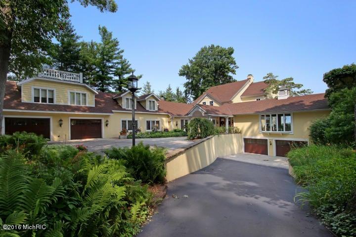 独户住宅 为 销售 在 359 Waukazoo 霍德兰, 密歇根州 49424 美国