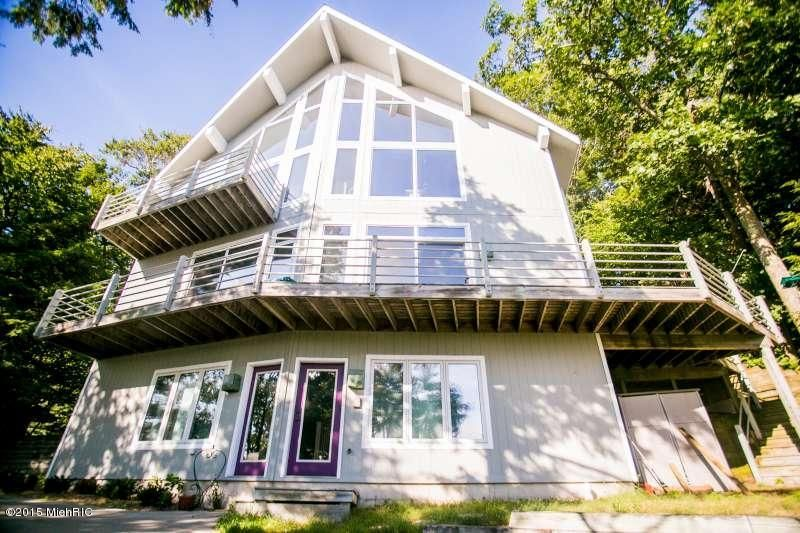 Single Family Home for Sale at 18050 North Shore Estates Spring Lake, Michigan 49456 United States