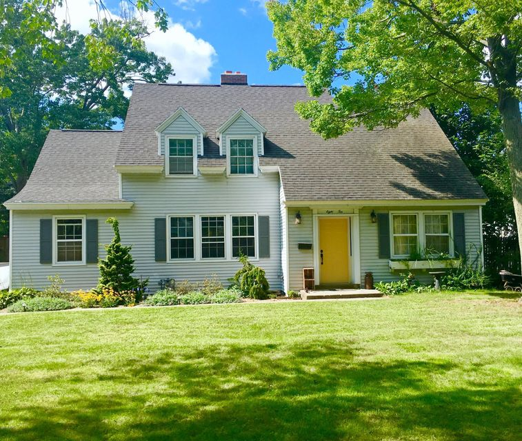 Single Family Home for Sale at 810 Mills North Muskegon, Michigan 49445 United States