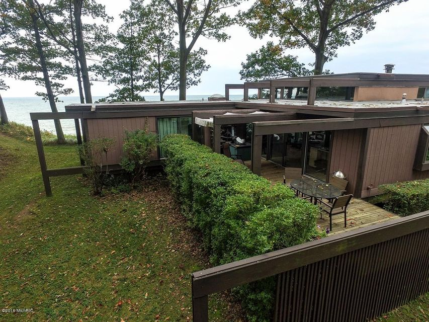 Single Family Home for Sale at 76920 14th South Haven, Michigan 49090 United States