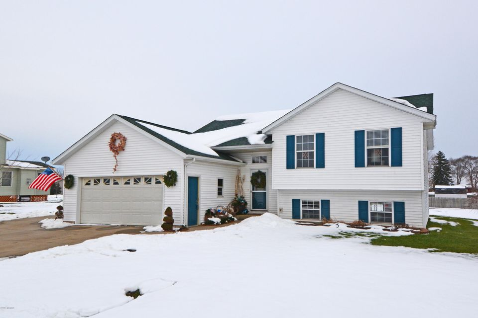 Single Family Home for Sale at 866 EAGLE RIDGE Coopersville, Michigan 49404 United States
