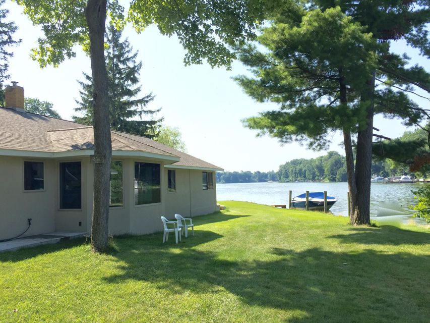 Single Family Home for Sale at 2611 Fruitport Spring Lake, Michigan 49456 United States