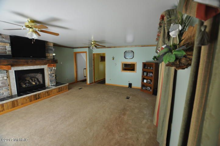 11564 Winchester , Shelbyville, MI 49344 Photo 9