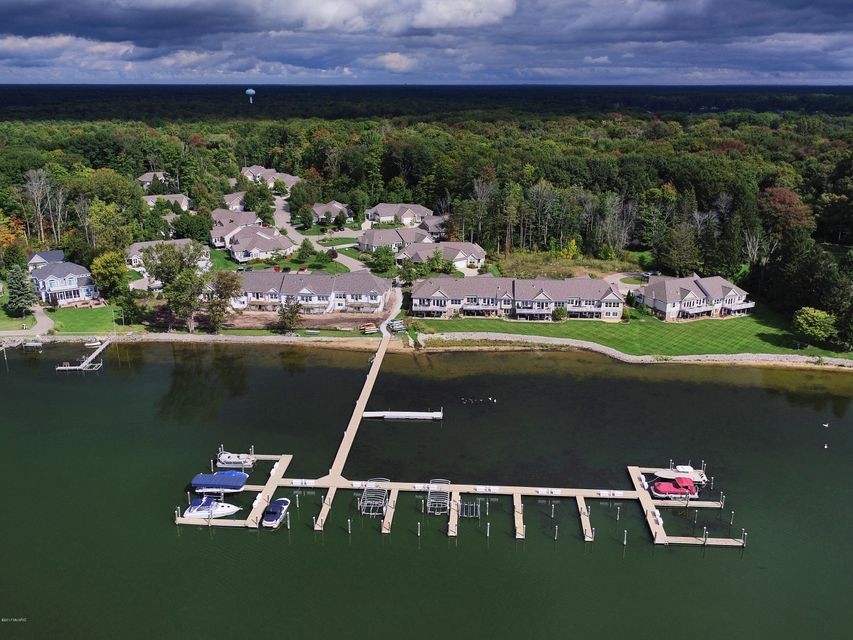 独户住宅 为 销售 在 16190 Shoreview 16190 Shoreview 斯普林莱克, 密歇根州 49456 美国