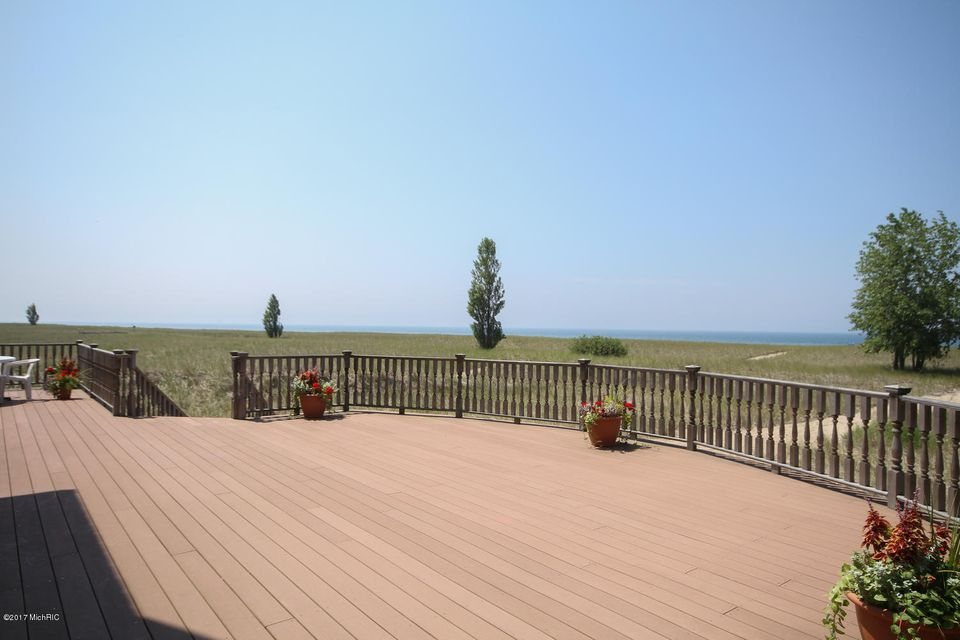 Additional photo for property listing at 475 LAKESHORE  Ludington, Michigan 49431 United States