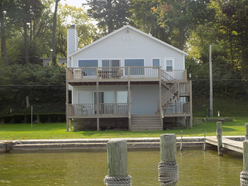 Single Family Home for Sale at 8125 SHADY Watervliet, Michigan 49098 United States