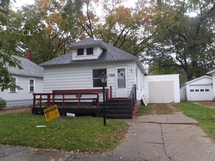 Single Family Home for Sale at 1768 Elwood Muskegon, Michigan 49442 United States