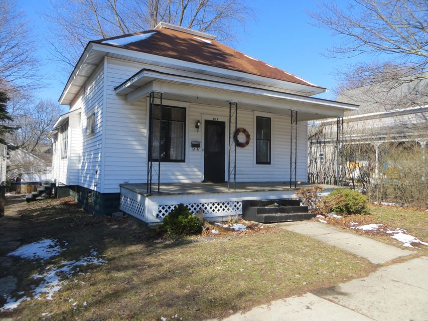 Single Family Home for Sale at 303 Rath Ludington, Michigan 49431 United States