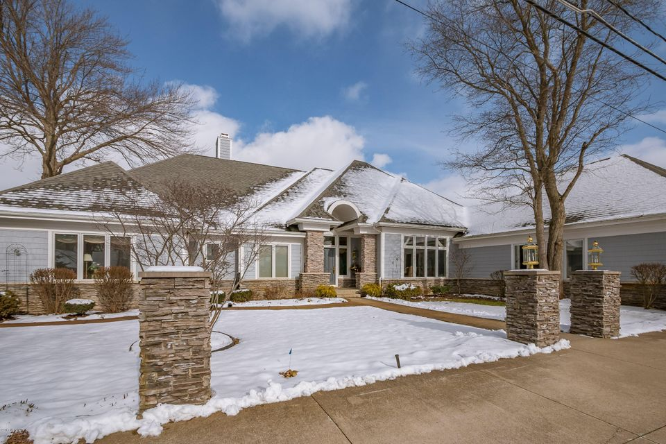 Single Family Home for Sale at 22110 Lake Cassopolis, Michigan 49031 United States