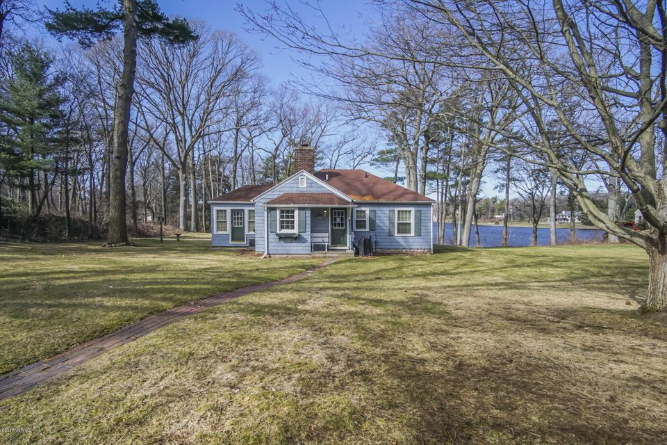 Single Family Home for Sale at 18765 Fruitport Spring Lake, Michigan 49456 United States