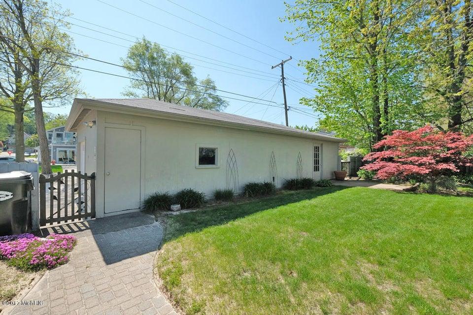 Additional photo for property listing at 701 Lake 701 Lake St. Joseph, Michigan 49085 United States