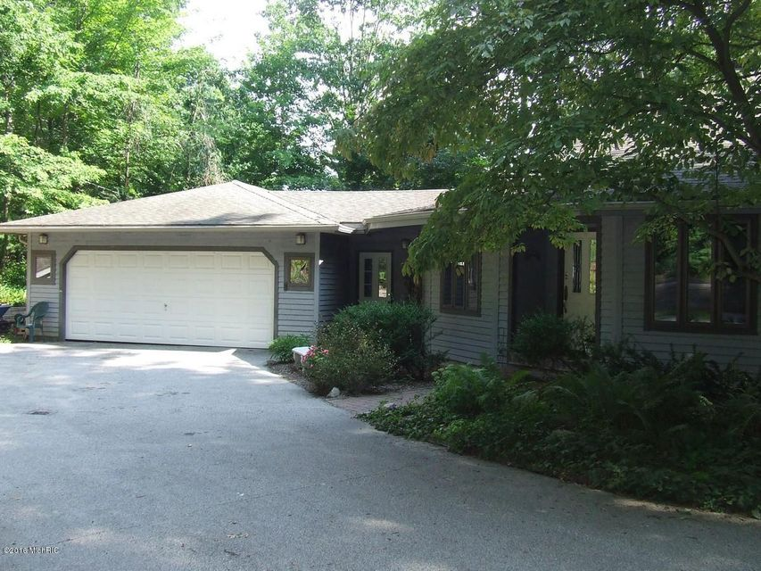 Single Family Home for Sale at 17700 West Spring Lake Spring Lake, Michigan 49456 United States