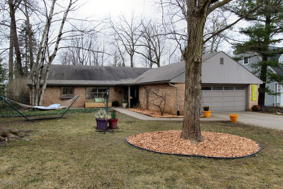 Single Family Home for Sale at 2746 Maplewood East Grand Rapids, Michigan 49506 United States