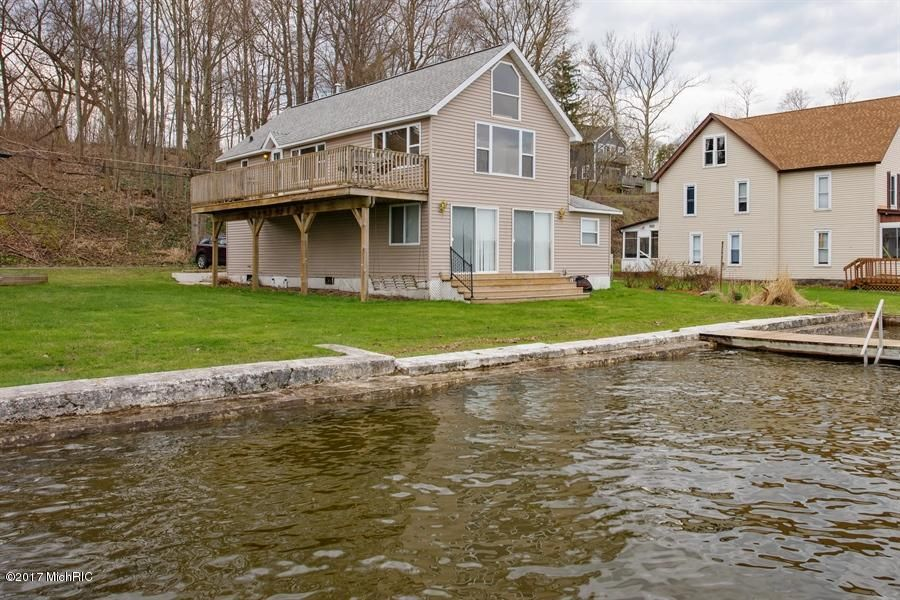Single Family Home for Sale at 8121 SHADY Watervliet, Michigan 49098 United States
