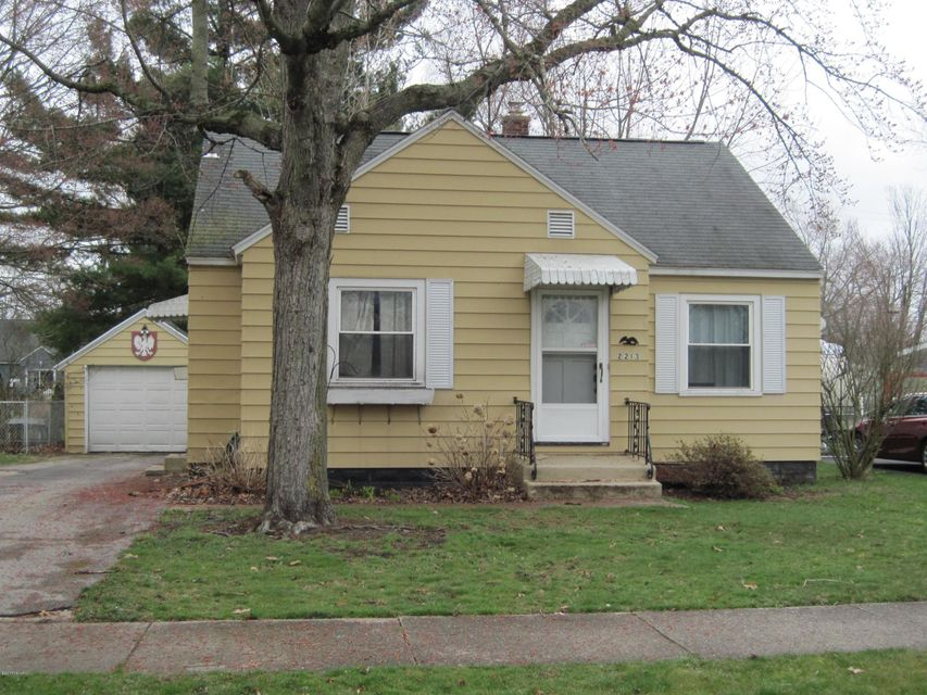 Single Family Home for Sale at 2213 Mills Muskegon, Michigan 49445 United States