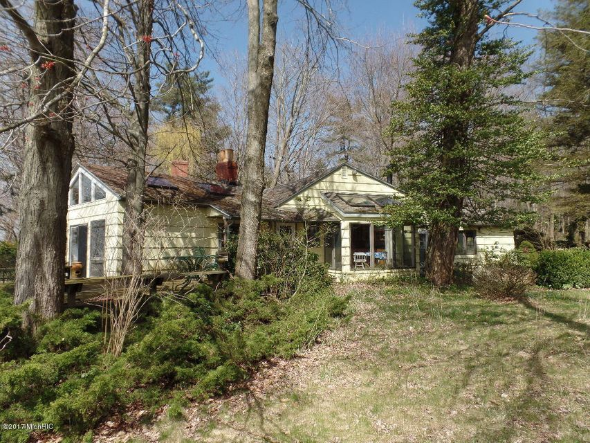 Single Family Home for Sale at 2572 Lakeshore Fennville, Michigan 49408 United States