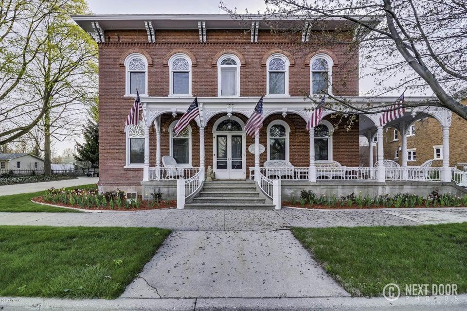 独户住宅 为 销售 在 120 Church 泽兰省, 密歇根州 49464 美国