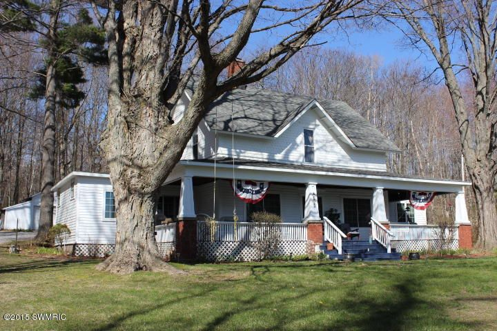 Single Family Home for Sale at 4050 Portage Point Onekama, Michigan 49675 United States