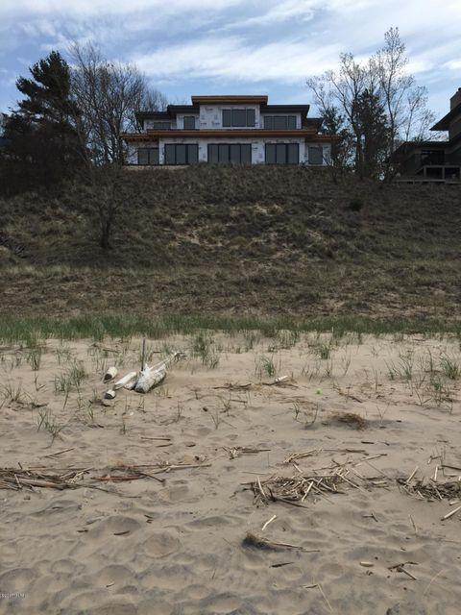 Single Family Home for Sale at 17583 North Shore Estates Ferrysburg, Michigan 49409 United States