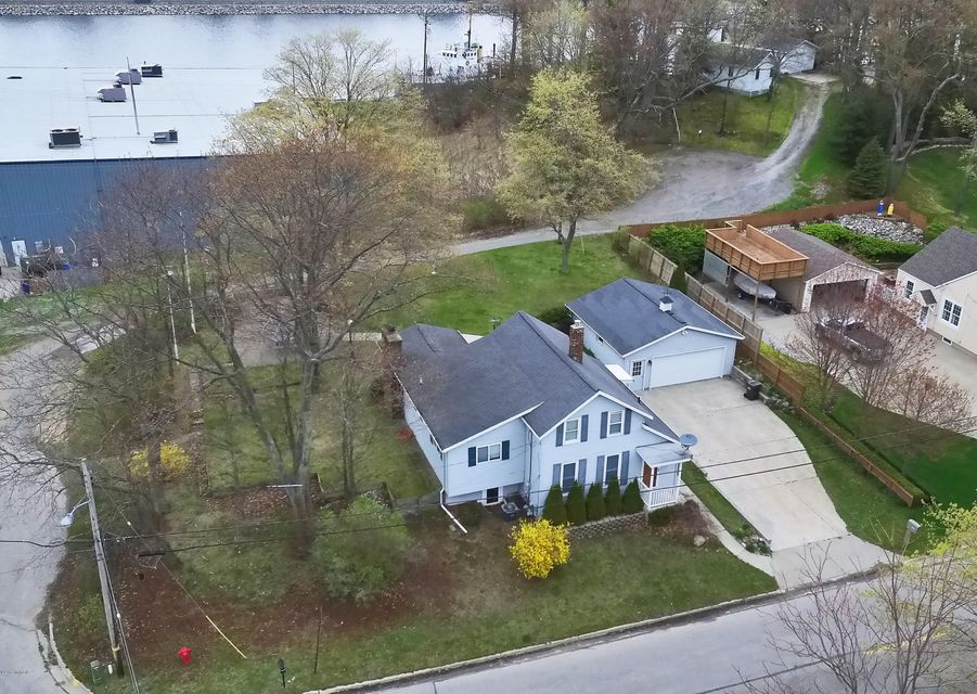 Single Family Home for Sale at 3540 Fulton Muskegon, Michigan 49441 United States