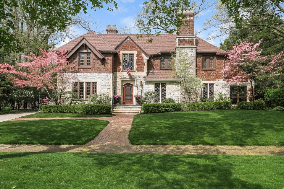 Single Family Home for Sale at 955 Cambridge 955 Cambridge East Grand Rapids, Michigan 49506 United States