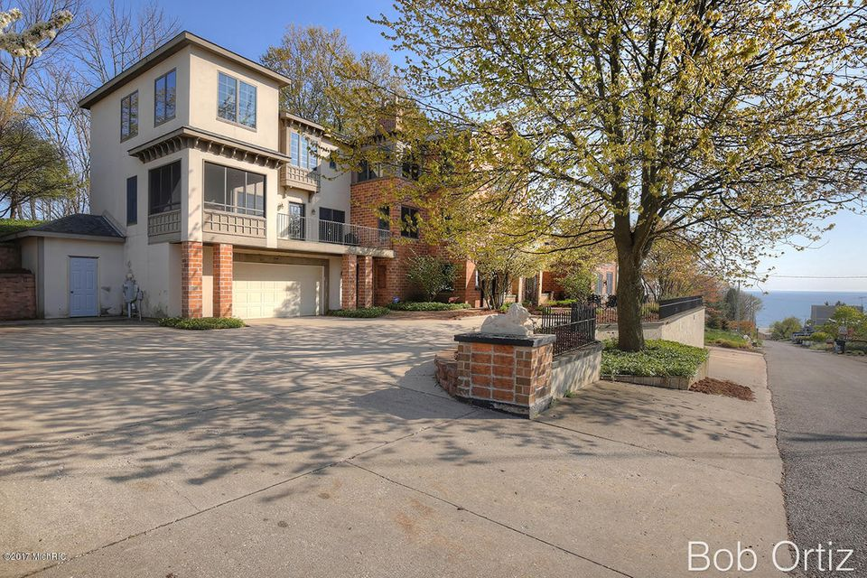 Single Family Home for Sale at 200 Prospect 200 Prospect Grand Haven, Michigan 49417 United States