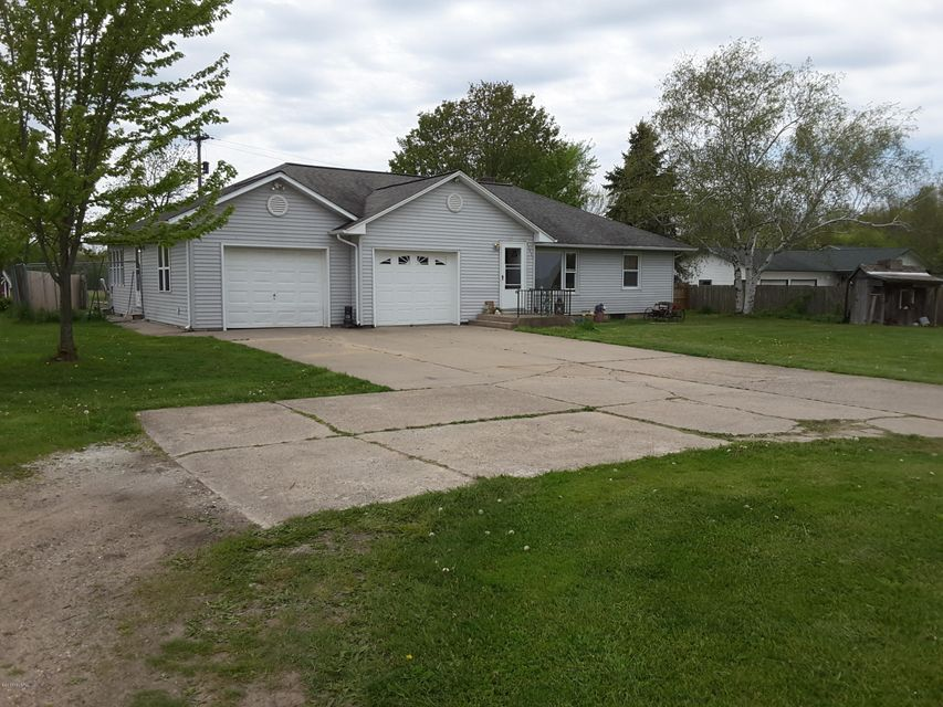 Single Family Home for Sale at 10592 Leonard Nunica, Michigan 49448 United States